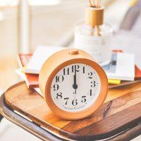 北欧インテリアに合うおしゃれな置き時計16選。素敵なデザインを集めました