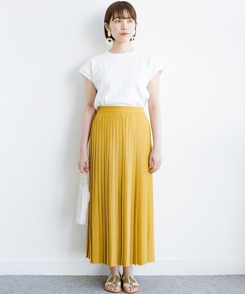 白Tシャツ×プリーツロングスカート