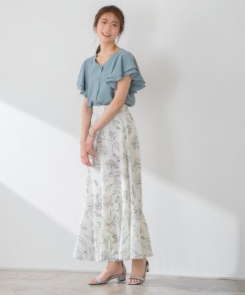 フリルスリーブブラウス×花柄マーメイドスカート