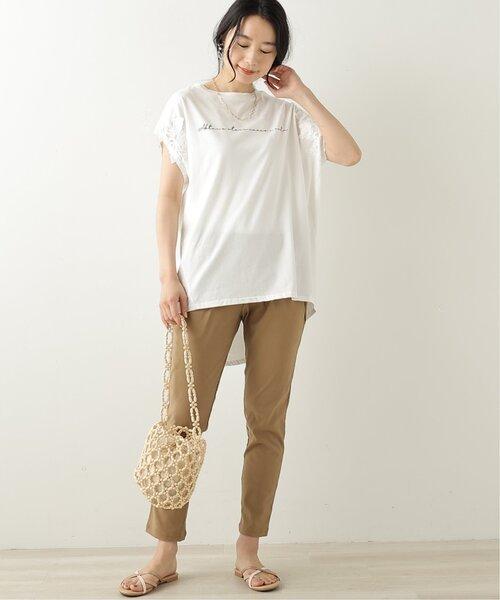 白Tシャツ×ストレッチテーパードパンツ