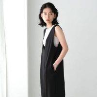 魅力抜群な黒サロペットの夏コーデ集。定番アイテムを美シルエットに見せる着こなし術