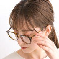 《2021》夏はメガネをコーデに取り入れて。シンプルでおしゃれな着こなし術