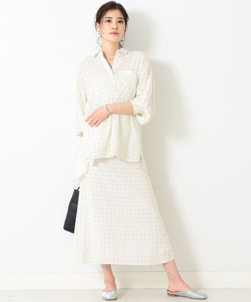 白ドット柄シャツ×白ドット柄スカート