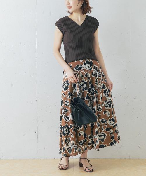 ブラウンニット×ブラウン花柄スカート