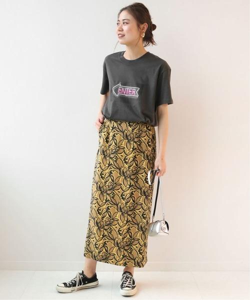 グレープリントTシャツ×イエロー花柄スカート