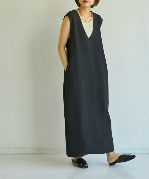 Vネックポケット付きジャンパースカート