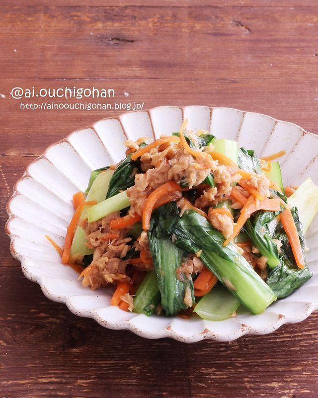 小松菜と人参、ツナ、梅干し。