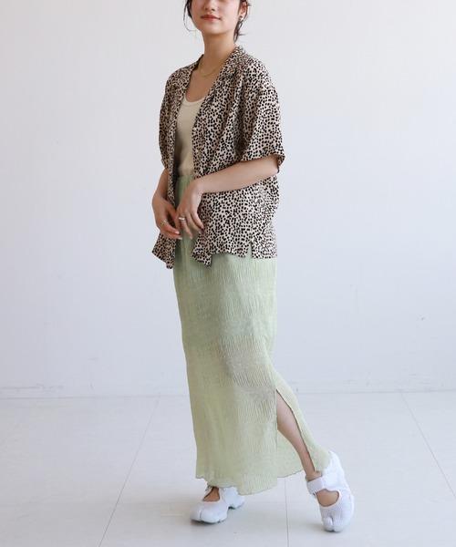 ベージュレオパード柄シャツ×グリーンスカート