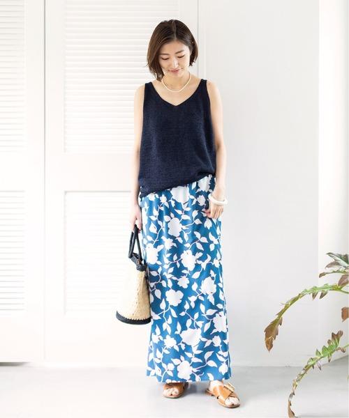 紺ノースリーブ×ブルー花柄スカート