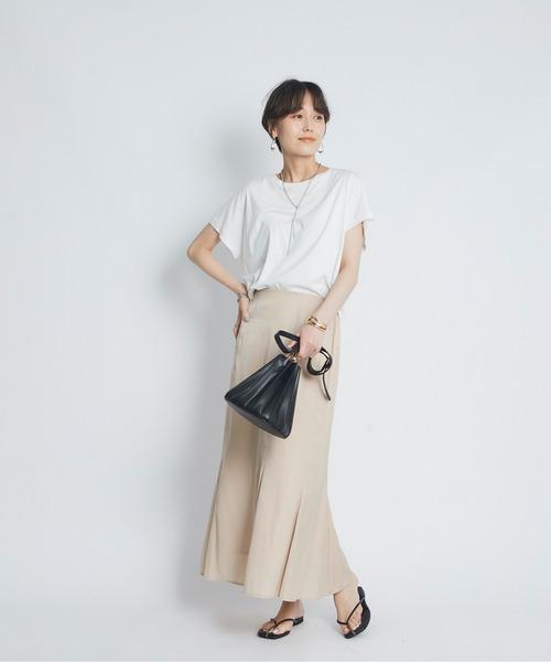 白Tシャツ×レーヨンマーメイドスカート