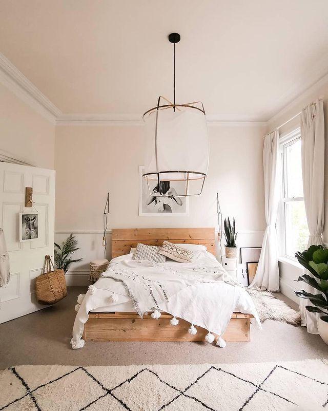 自然素材×インテリアグリーンの寝室