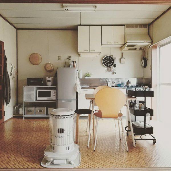背が低いシェルフで作るおしゃれな物が多い部屋