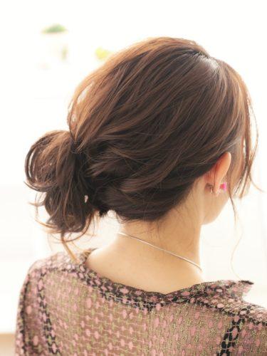 サイドにボリュームが出るセミロングの髪型