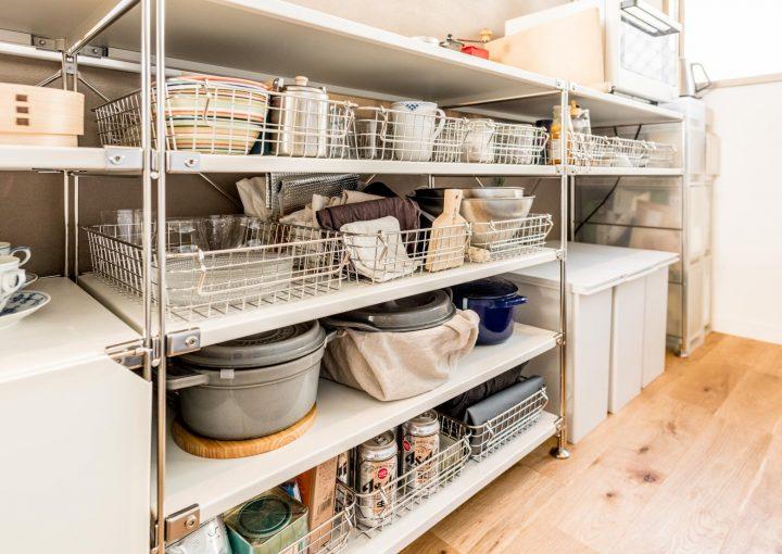 キッチンアイテムを見せる物が多い部屋