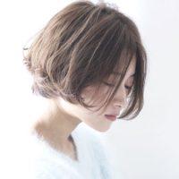 明るめのアッシュグレーで軽やかな印象に!レングス別におすすめの髪色をご紹介