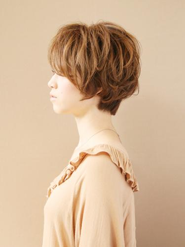 軽やかで大人可愛いブラウンの髪型