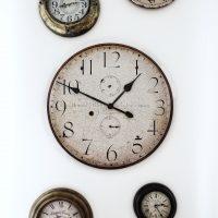 素敵な雰囲気が漂うアンティーク風掛け時計。おしゃれアイテム14選をご提案