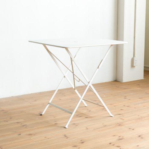 天板もスチール素材のビストロテーブル