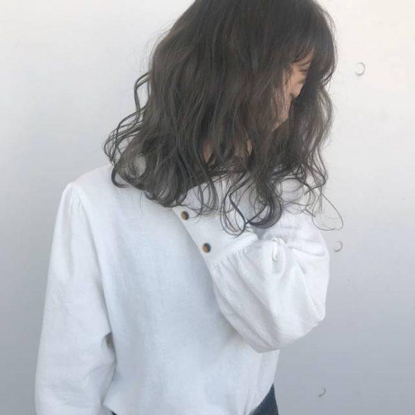 かっこいいグレージュミディアムの髪型