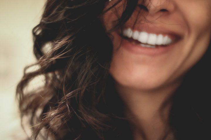 笑顔の女性2