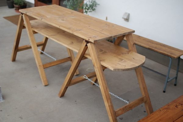 便利な2段タイプのガーデンテーブル