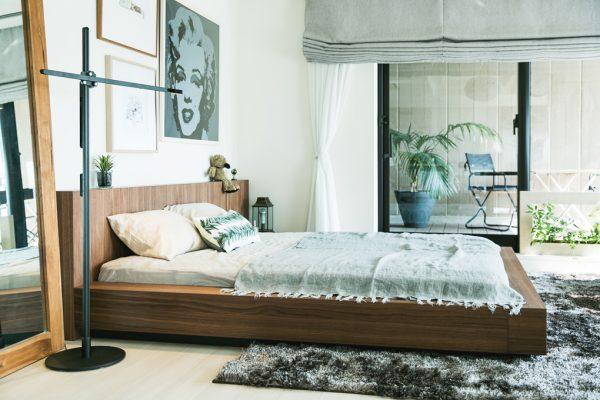 リッチな広々空間を味わう寝室インテリア