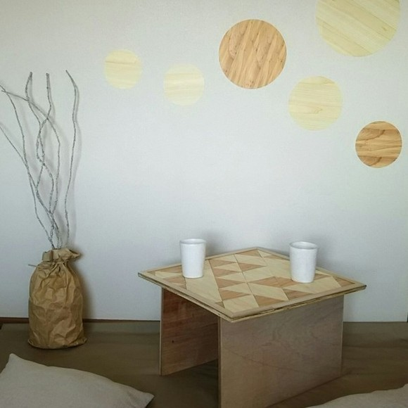 インテリアにぴったり!木の紙のミニテーブル