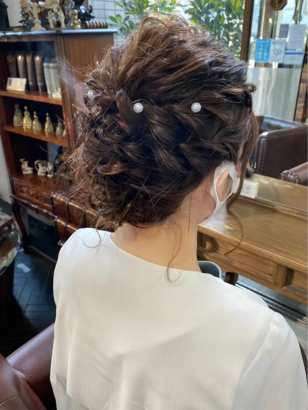 パート分けで簡単な結婚式アップヘア