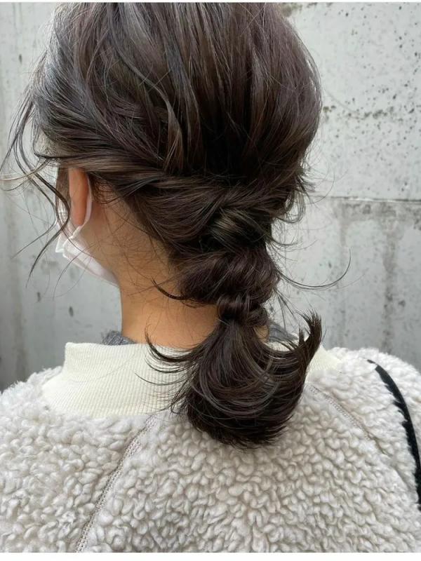 短め毛束が◎結婚式向け編みおろしヘア