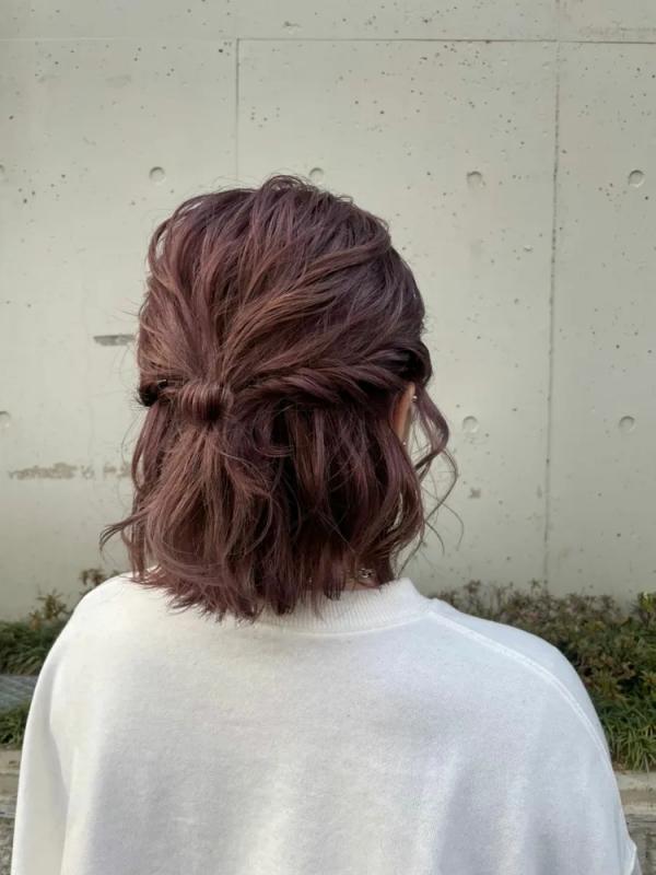 外ハネ×ショートボブのヘアスタイル