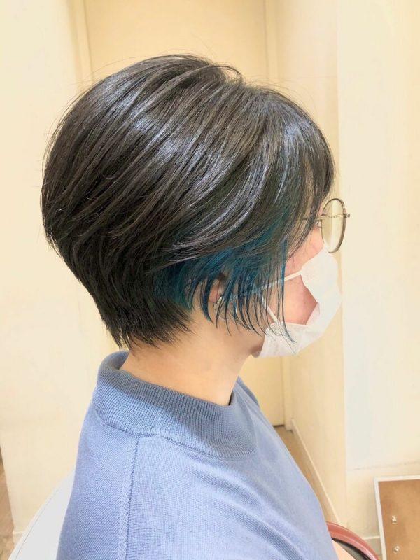 大人女性におすすめの青インナーカラー