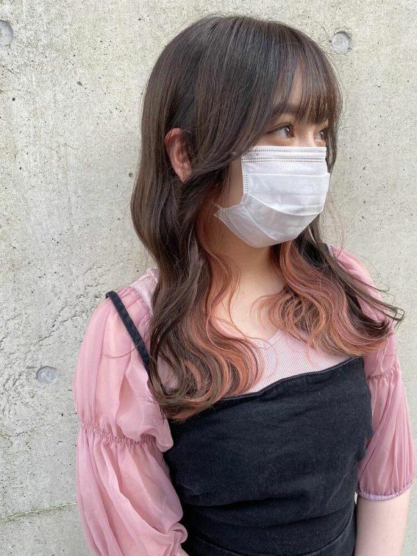 巻き髪ロング×ピンクイヤリングカラー