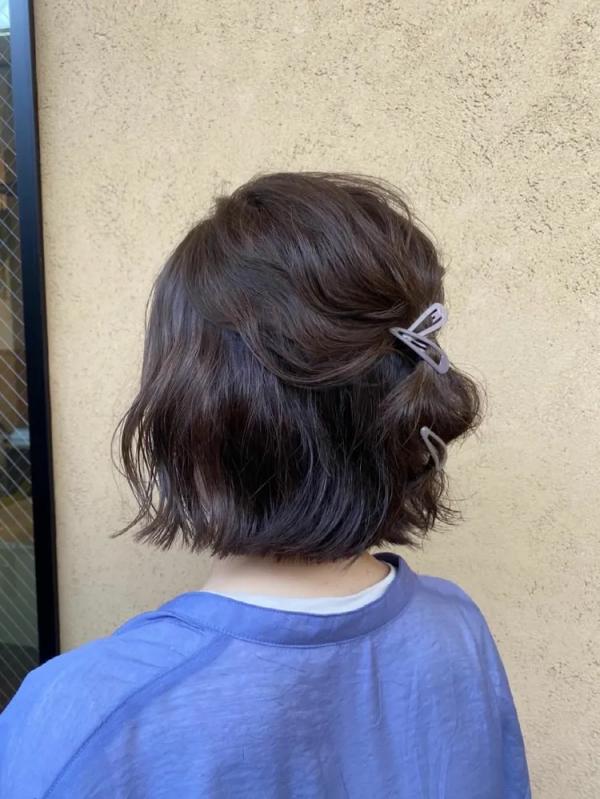 ピンで簡単に作るショートヘアアレンジ