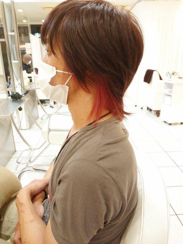 ブリーチありで鮮やかな赤インナーカラー