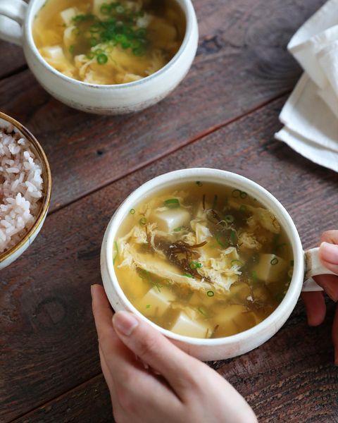 もずく酢、卵、豆腐、スープ。