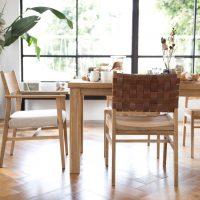 アニリン皮×チーク材の「椅子」。見た目のデザインにもこだわりたい!