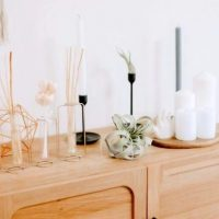 玄関の飾り棚、何を飾る?壁掛けや棚上のおしゃれなディスプレイアイデア