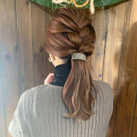 編み込み×バナナクリップの前髪なし一つ結び