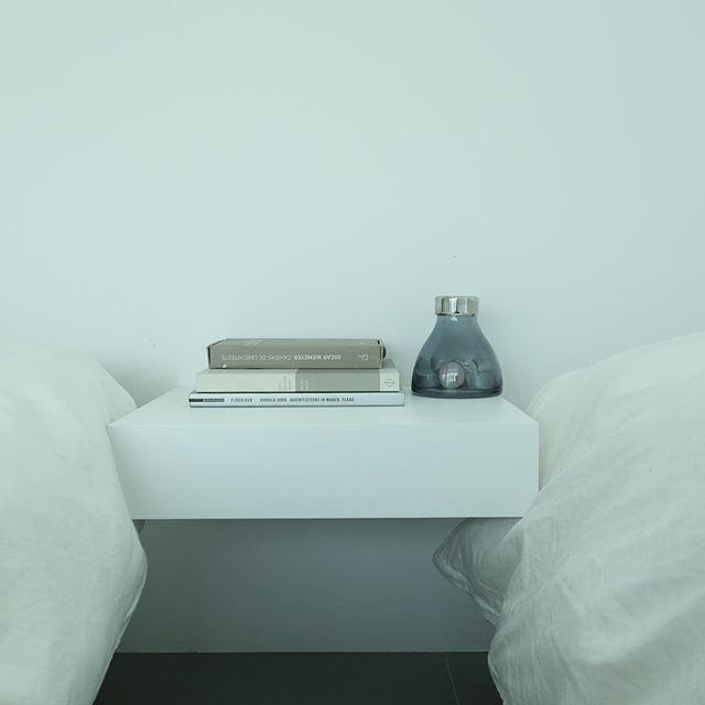 ベッドサイドのインテリアと収納10