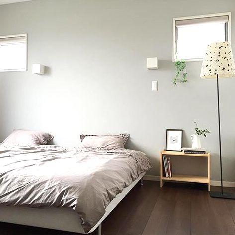 ベッドサイドのスペースを有効活用しよう!便利な収納アイデアでスッキリ整頓