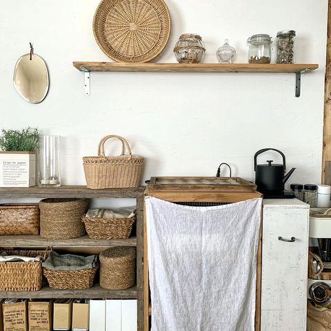 異国情緒が香るレトロなキッチン飾り棚実例