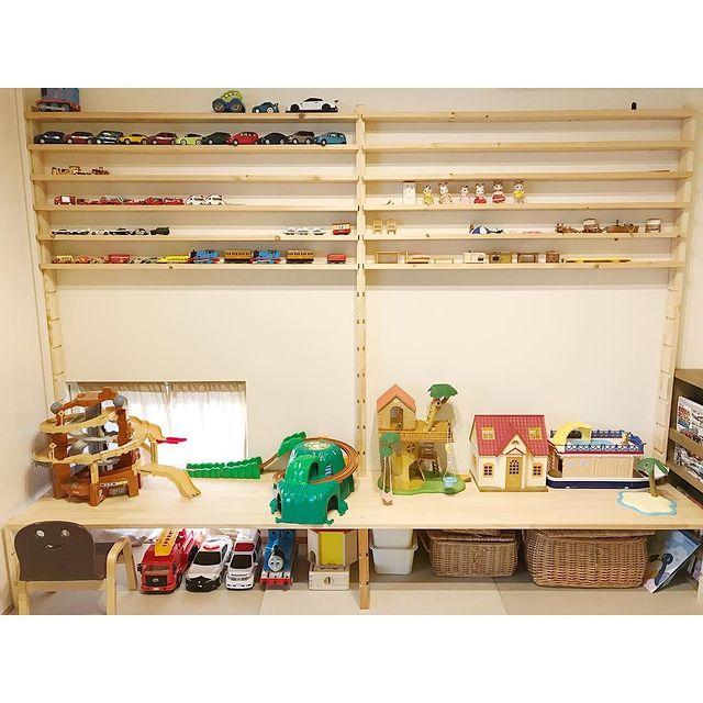 おもちゃを見せる収納にした和室の飾り棚