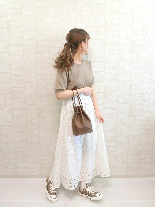 GU半袖ニット×白フレアスカートの夏コーデ
