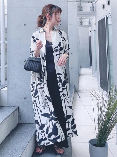 ZARA花柄ワンピ×黒ワイドパンツの夏コーデ
