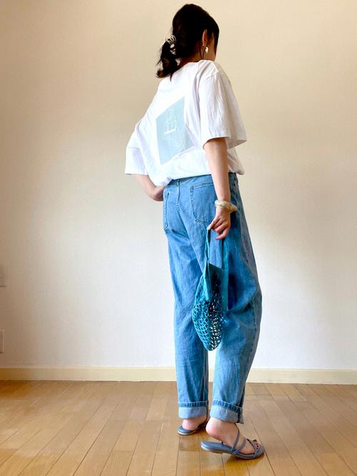 無印青バッグ×プリントTシャツの夏コーデ