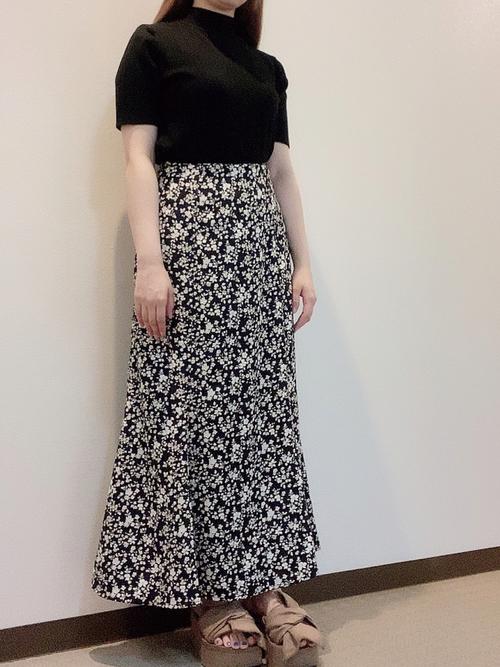 ハニーズ花柄スカート×ハイネックTの夏コーデ