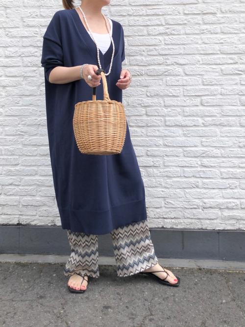 紺GUニットワンピース×柄パンツの夏コーデ