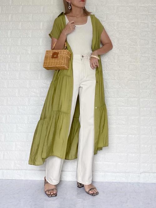 白デニム×緑ティアードワンピースの夏コーデ