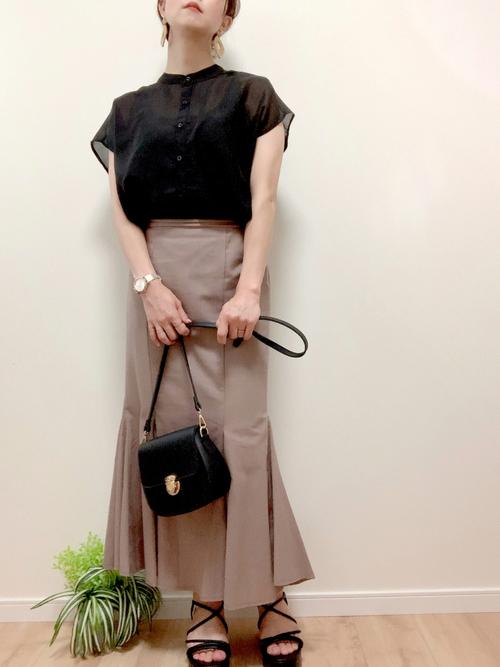 ハニーズ黒ブラウス×茶色スカートの夏コーデ