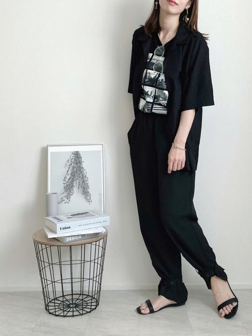 GUのブラックオープンカラーシャツ